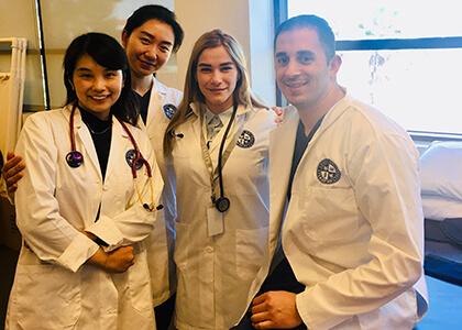 国際看護師 現場のの仲間とのイメージ写真