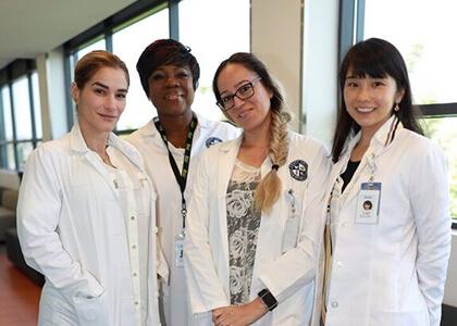 国際看護師 現場のスタッフ集合写真