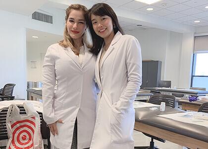 国際看護師で働くスタッフ写真